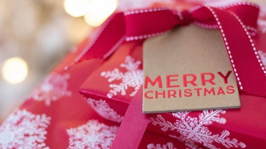 Show someone how much you care with a stunning Christmas jewellery gift