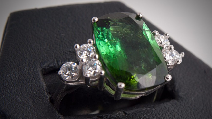 Emerald jewellery: 3 of the most famous emeralds in the world