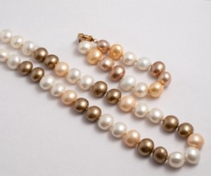 Mother of pearl shell pearl necklace and bracelet